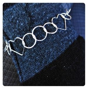 Jewelry - NWT Heart and Circle Shaped Link Bracelet